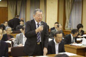11月8日名古屋市交渉であいさつする森谷光夫社保協議長