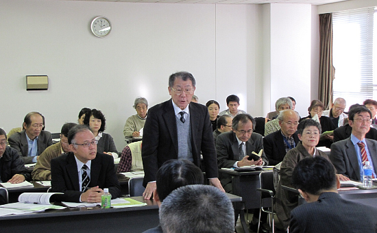 2013年11月13日愛知県交渉で挨拶する森谷議長(中央立っている人)